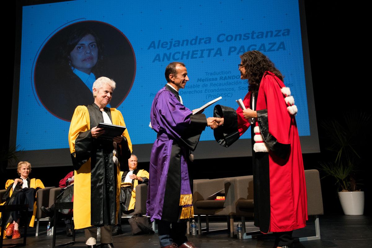 Alejandra C. Ancheita Pagaza reçoit le doctorat Honoris Causa